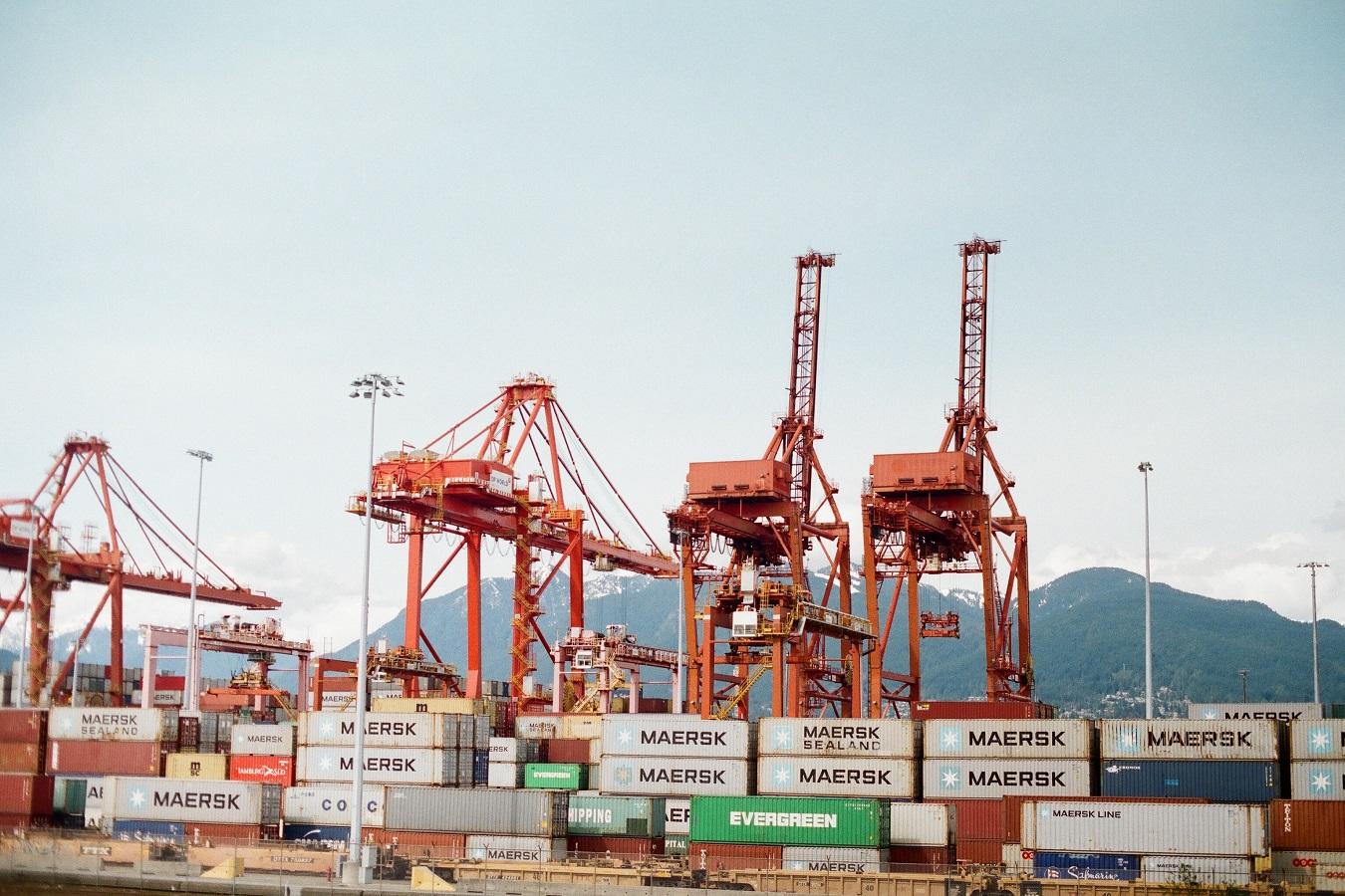 Chinese exports hasten as U.S. sets new tariffs in fierce dispute