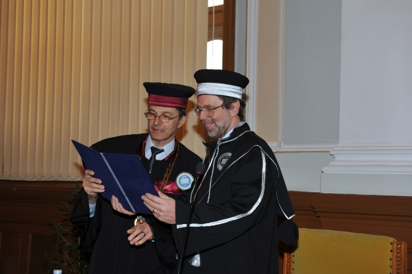 07/2014: Prof. Colin MacLeod awarded an honorary doctorate from Babeș-Bolyai University