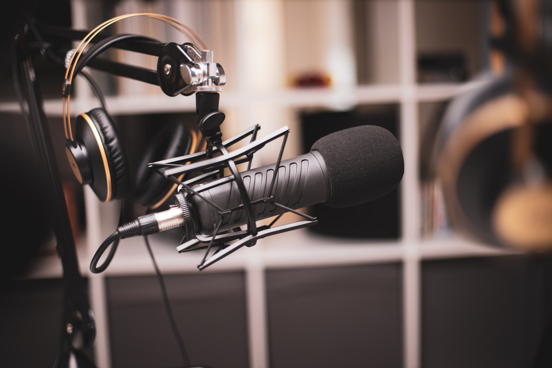 What Type of Microphone Should YOU use to Record Your PODCAST?
